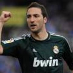 arsenal bid for real madrid star gonzalo higuain as juventus turn their attention to carlos tevez